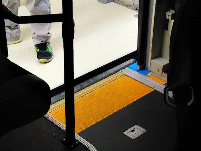自動運転実証実験バス停車状況
