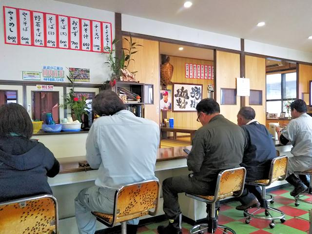 久松食堂の店内
