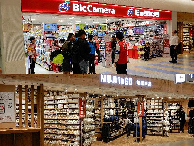 那覇空港「ビックカメラ」と「無印良品」