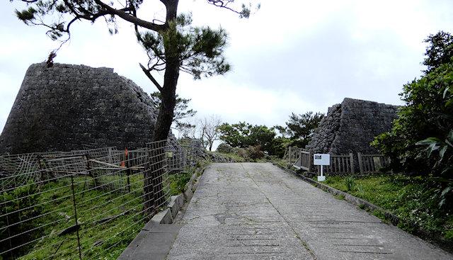 復元中の浦添グスク城跡
