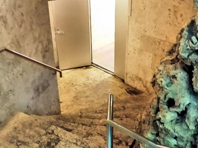 普天満宮洞穴入口