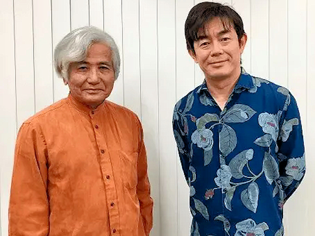 うんな中学校校歌を制作する佐渡山安信氏と宮沢一史氏
