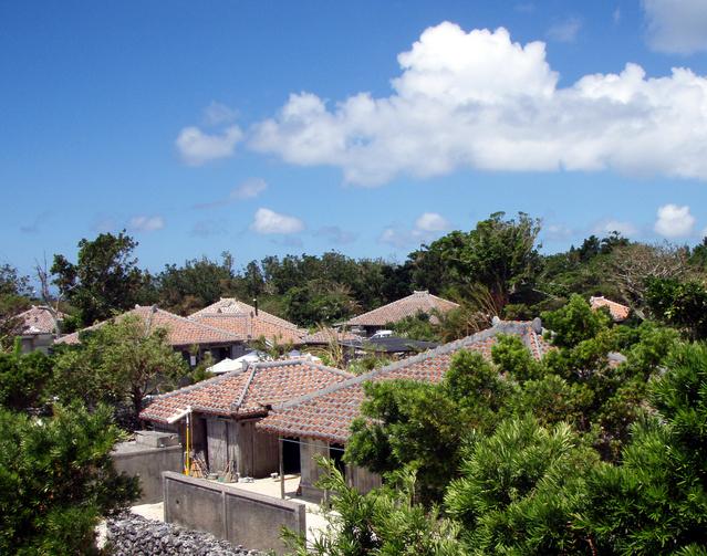竹富島の赤瓦屋根住宅群