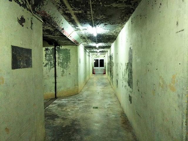沖縄地下核施設内部の地下壕
