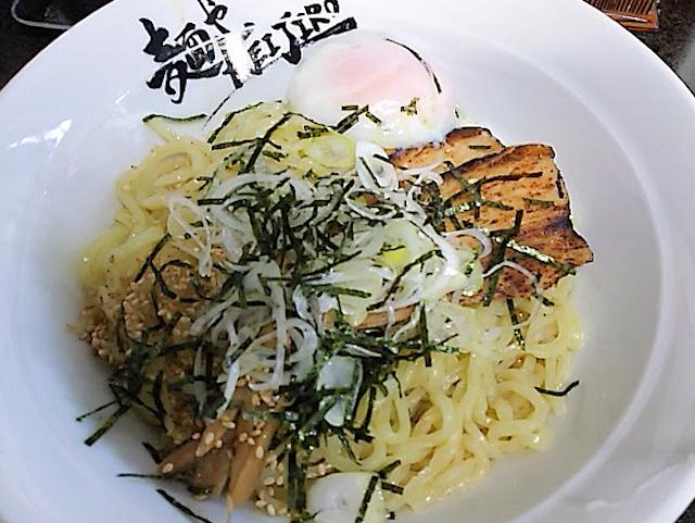 麺やKEIJIROの温玉混ぜ麺